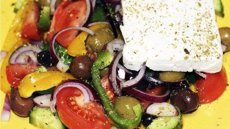 Как приготовить Греческий Cалат. How to make a Greek Salad