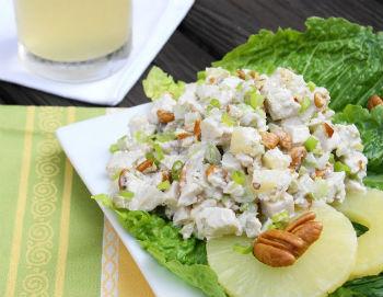 Грибной салат с курицей и ананасом