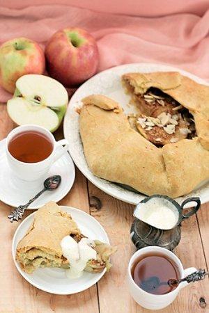 Галета с яблоками и крем англез
