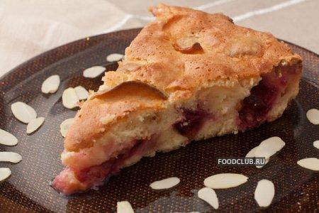 Пирог с яблоками и сливами