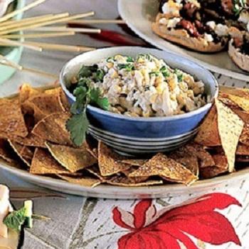 Салат из кукурузы с чипсами и крабовыми палочками