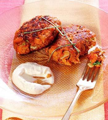 Котлетки из лосося с имбирным соусом