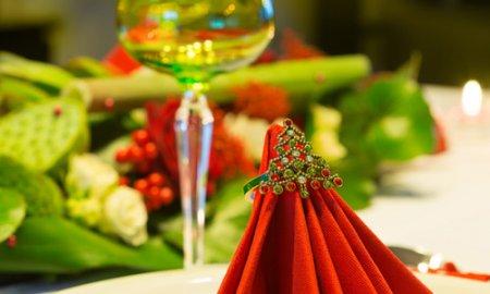 Как украсить праздничный новогодний стол