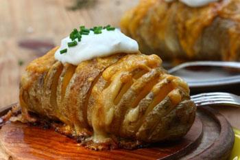 Быстрый печеный картофель с сырным соусом