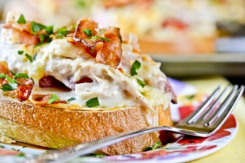 Горячие бутерброды c курицей и горчицей