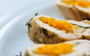Куриный рулет с грибами и морковью по-корейски