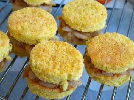 Бисквитные пирожные с грушами