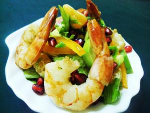 Зеленый салат с креветками «Новогодний»
