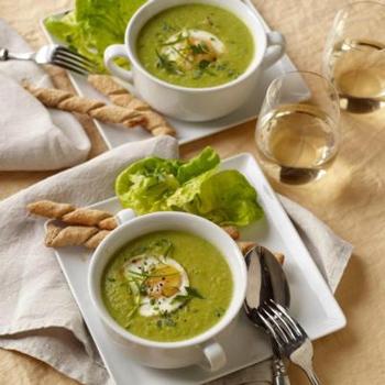 Кремовый суп со шпинатом и яйцом-пашот