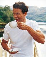 Житель Швеции напоил кофе воришку, который забрался к нему домой