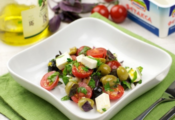 Испанский салат с тунцом для двоих