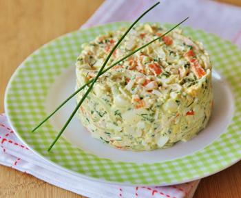 Весенний салат с крабовыми палочками