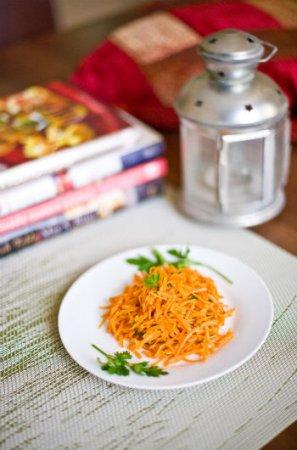 Салат с кальмарами и корейской морковкой