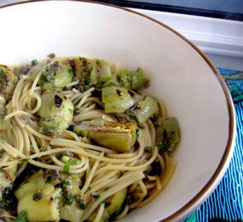 Спагетти с помидорами и артишоками