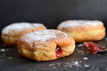 Пончики во фритюре с повидлом
