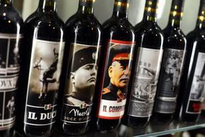 Италия: Необычные вина с фотографиями диктаторов