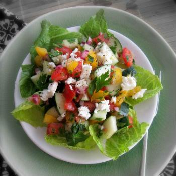 Греческий салат с фасолью
