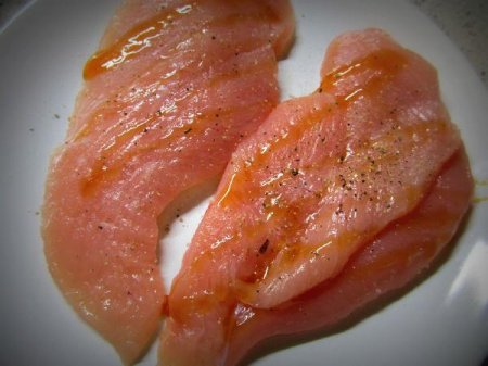 Куриная грудка на гриле под сливочным соусом