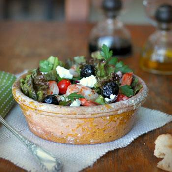 Салат с брынзой и креветками