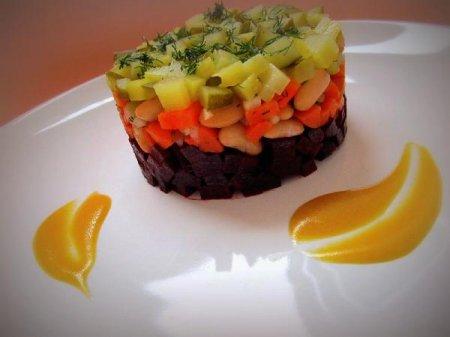 Салат винегрет под одноимённым соусом