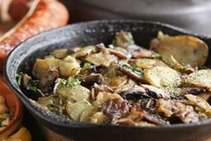Жареный картофель с вешенками
