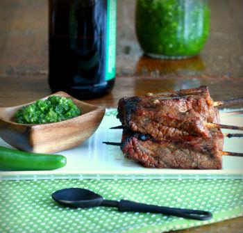 Говядина-гриль с зеленым чили-соусом