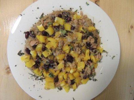 Салат из амаранта с тунцом