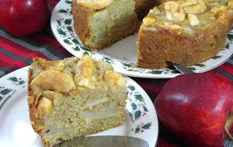 Постный пирог с яблоками и корицей