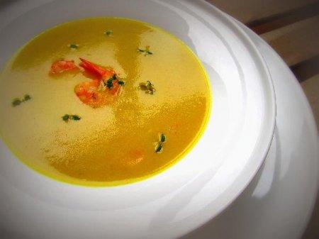 Пряный, имбирный крем-суп из картофеля с креветками