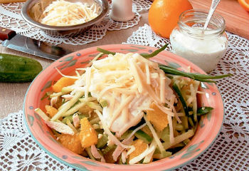 Апельсиновый салат с курицей