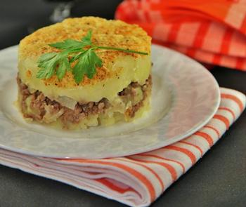Картофельная запеканка с вареным мясом