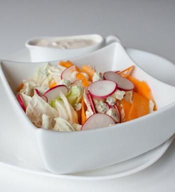 Сырный салат с редисом