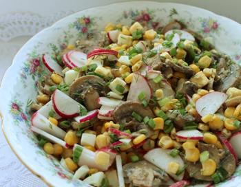 Салат из редиса с кукурузой