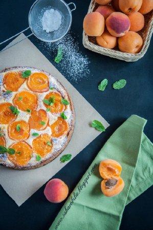 Пирог из полу-песочного теста с творогом и абрикосами