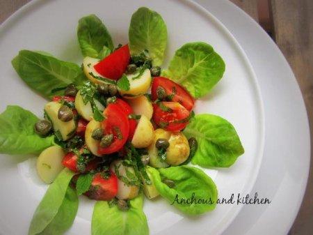 Салат из молодого картофеля с каперсами и мятой