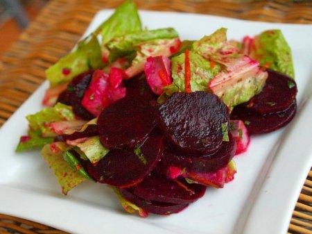 Селедочный салат со свеклой