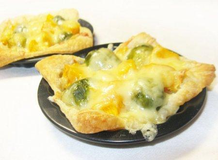 Открытые пирожки с тыквой и брокколи