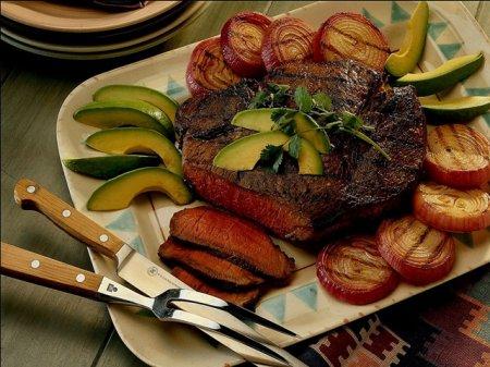 В ресторанах мы потребляем больше калорий, чем дома