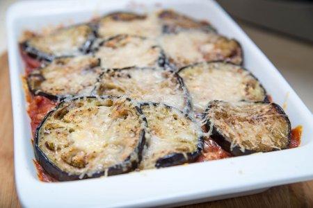 Баклажаны, запеченные с фасолью с томатным соусом