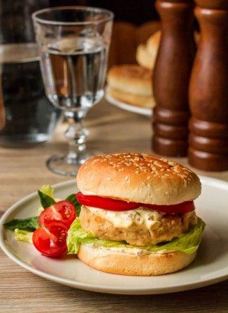 Фишбургеры с соусом тартар