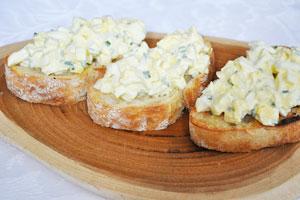 Салат из кальмаров с яйцом и сыром