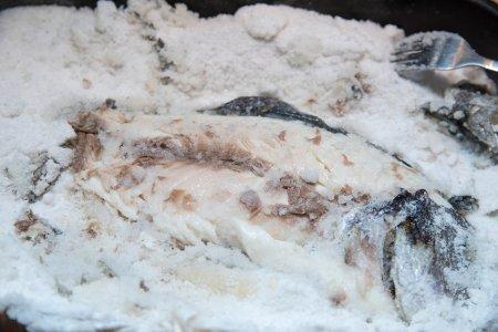 Рыба, запеченная в соли, от Ле Кордон Блю