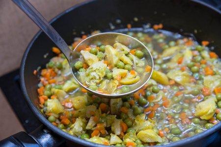 Суп с зеленым горошком и брюссельской капустой от Джейми Оливера
