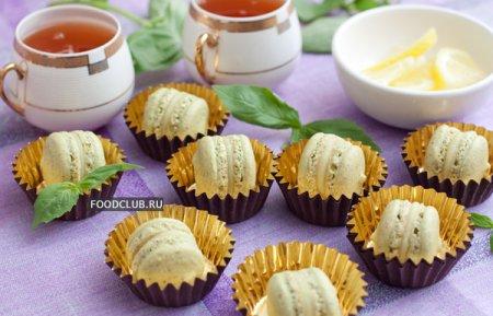 Фисташковые макаронс с базиликовым кремом