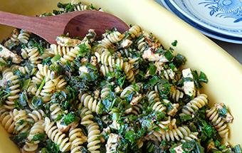 Макароны с сыром фета и овощами