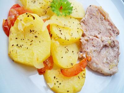 Мясо с картофелем и помидорами в духовке