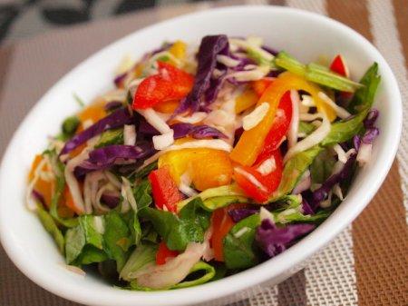 Яркий капустный салат