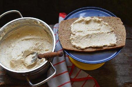 Закусочный торт из сельди с красной икрой