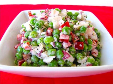 Салат из свежего зеленого горошка