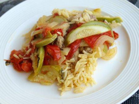 Запеканка из говядины с рисом и овощами